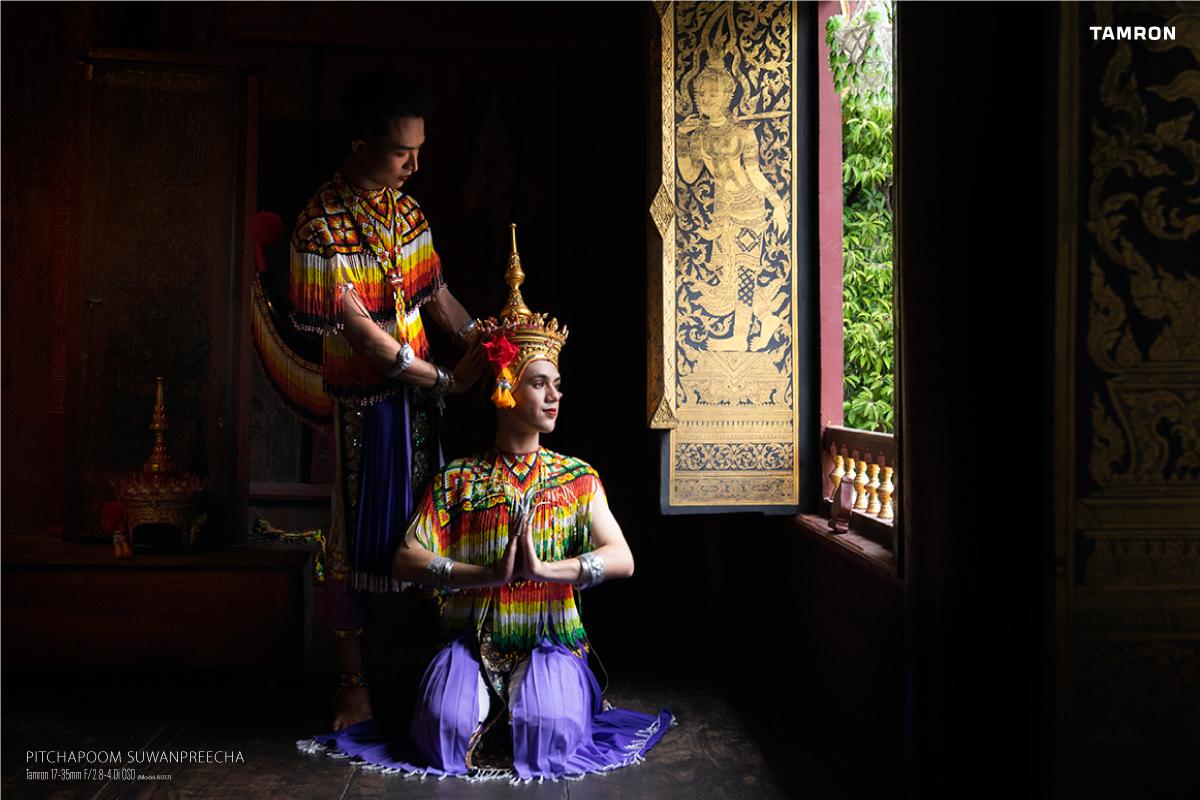 พาเลนส์มุมกว้างไปถ่ายภาพบุคคลบนเรือนไทยอายุกว่า 200ปี by Pitchapoom Suwanpreecha